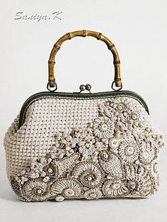 Best 12 No photo description available. Crochet Handbags, Crochet Purses, Crochet Bags, Vintage Purses, Vintage Bags, Butterfly Bags, Macrame Bag, Beaded Bags, Knitted Bags