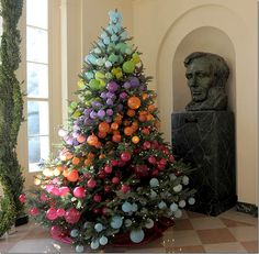 What a fun, contemporary Christmas tree! From the 2012 White House Christmas. Thanks to Joni Webb of Cote de Texas for showing this.