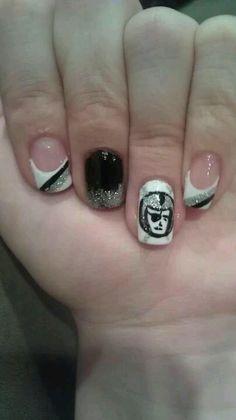 Oakland Raiders nail art