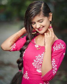 Beautiful Girl Indian, Beautiful Long Hair, Stylish Girls Photos, Girl Photos, Beautiful Women Pictures, Gorgeous Women, Indian Wedding Poses, Girl Hand Pic, Indian Girls