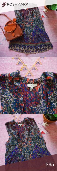 Joie 100% silk top size XS Joie 100% silk top in beautiful print Size XS Pleated front with deep v neck and 2 long ties that can be worn undone or tied in a knot/bow at the neck Loose fit Joie Tops Blouses