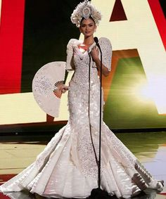 Would make a gorgeous wedding gown - Pia Alonzo Wurtzbach, Miss Philippines 2015 debuts her National Costume Miss Universe Philippines, Miss Philippines, Philippines Culture, Guestbook, Miss Filipinas, Miss Universe National Costume, Filipiniana Dress, Filipiniana Wedding, Planet Hollywood