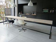 """Tafel steigerhout met stalen frame"" is apparently Dutch for ""soooo gorgeous"" Esstisch Design, Design Tisch, Küchen Design, Wood Design, House Design, Design Table, Black Kitchens, Home Kitchens, Table En Pin"
