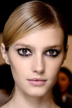 tendencias belleza primavera 2013 smokey eyes maquillaje ojos Vogue Mexico, photo Douglas Bassett