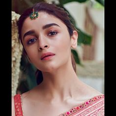 Alia Bhatt has been seen wearing one gorgeous Indian outfit after another for her movie promotions. Check all of Alia Bhatt's Indian Looks here with prices. Bollywood Girls, Bollywood Stars, Bollywood Fashion, Beautiful Bollywood Actress, Beautiful Indian Actress, Indian Celebrities, Bollywood Celebrities, Alia Bhatt Saree, Noir Ebene