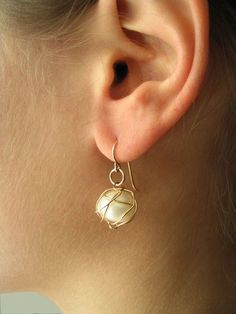 https://favery.com/products/wire-wrapped-pearl-bead-earrings?utm_campaign=Pinterest Buy Button
