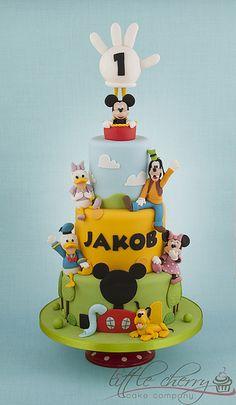 Mickey mouse and friends cake Bolo Da Minnie Mouse, Mickey Mouse E Amigos, Bolo Mickey, Mickey And Minnie Cake, Mickey Mouse Clubhouse Birthday Party, Mickey Mouse Parties, Mickey Mouse And Friends, Mickey Mouse Birthday, Disney Parties