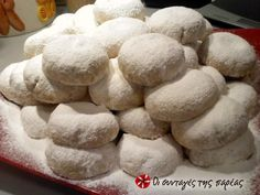Butter kourabiedes with almonds Christmas In Greece, Greek Christmas, Christmas Sweets, Holiday Desserts, Christmas Foods, Greek Sweets, Greek Desserts, Greek Recipes, Greek Cookies