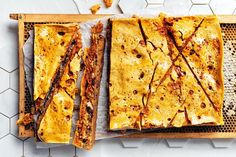 Honeycomb Cookie Bar - Americans are all about the cookie bar. We've taken this up a level by adding honeycomb. Honey Dessert, Coconut Tart, Cake Works, Impressive Desserts, Malted Milk, Honey And Cinnamon, Dark Chocolate Chips, Tea Cakes, Sweet Cakes