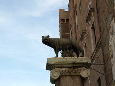 Luperca, la loba de Roma, amamantando a Rómulo y Remo. /Tamara Velázquez - www.conlaplumaenbandeja.com http://wp.me/p3HkWS-dF