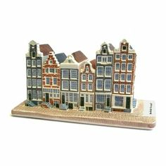 Royal Goedewaagen makes a lot of miniatures. These Canalhouses from Amsterdam are part of our collection