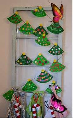 17 holiday crafts kids can make Holiday: 8 crafts kids can make - Today's Parent<br> Keep kids busy over the holidays with these cute and easy crafts that they can make themselves. Diy Christmas Garland, Christmas Paper, Christmas Crafts For Kids, Holiday Crafts, Christmas Decorations, Summer Crafts, Christmas Trees, Halloween Crafts, Family Crafts