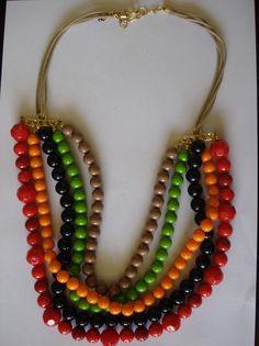 Colar longo de bolas coloridas em resina, confeccionado com fio encerado na cor bege e acabamentos em douradoTamanho: aprox: 70 cmpeso: 120 gr