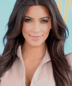 Kim K's makeup artist describes how to get different looks she has rocked with step by step instructions and product listings!!!!! MUST PIN!