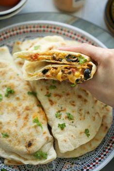 Panbroodjes met Kip Samba | Kookmutsjes Low Carb Tacos, Lunch Recipes, Breakfast Recipes, Dinner Recipes, Middle East Food, Samba, Cooking Bread, Aesthetic Food, Healthy Drinks