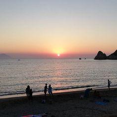 Μέχρι και ο ήλιος βούτηξε! Μαγικό ηλιοβασίλεμα στα Μαυροσπήλια! #sunset #summer #kimolos #kimolosisland #greece #greece #sea #beach #summervibes #summer #mavrospilia #nofilter Greece, How Are You Feeling, Celestial, Island, Sunset, Board, Outdoor, Instagram, Block Island