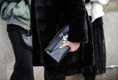 Meet the new handbags all the modern swans are carrying and women worldwide are losing their senses over. Hermes Kelly Bag, Hermes Bags, New Handbags, Hermes Handbags, Kelly Cut, Accessorize Bags, Cloth Bags, Carry On, Winter Fashion