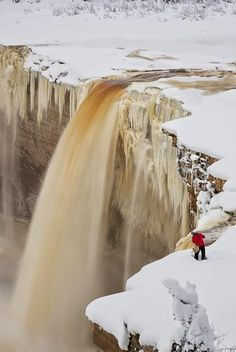 Alexander Falls, Hay River, Northwest Territories, Canada by Sean Pinn All Nature, Amazing Nature, Places Around The World, Around The Worlds, Beautiful World, Beautiful Places, Nature Sauvage, Northwest Territories, Seen