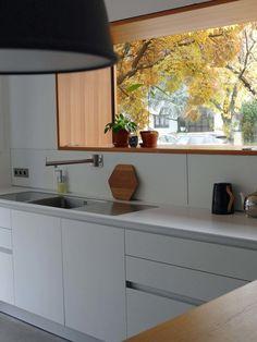 Dieser Weiß Lackiert Kücheninsel Mit Einem Weinkühler Und Wein Rack Mit  Schwarzer Keramik Arbeitsplatte Und Frühu2026 | 55 Kücheninseln Mit Einem  Weinregal ...