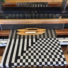 Weaving Textiles, Weaving Art, Weaving Patterns, Loom Weaving, Hand Weaving, Types Of Weaving, Weaving Projects, Weaving Techniques, Rug Making