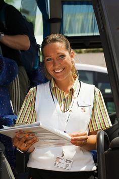 Opastyössä tarvitset aitoa kiinnostusta asiakaspalvelutyöhön ja iloista asennetta. Myös esiintymistaito on tarpeen, mutta se takuulla vahvistuu myös opastyön myötä. www.tjareborg.fi/matkaopas