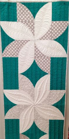 Fun Poinsettia table runner by Sew Kind of Wonderful | Jenny Pedigo and Helen Robinson. 2014 Spring Quilt Market. Photo by Cupcakes 'n Daisies; the post includes a link to the free pattern.