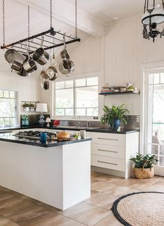 This renovated Queenslander is giving us all the feels (The Interiors Addict) Modern Farmhouse Kitchens, Rustic Kitchen, Kitchen Decor, Kitchen Design, Kitchen Layout, My Kitchen Rules, New Kitchen, Queenslander House, Tropical Kitchen