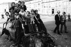 Glasgow ~ Blackhill Kids 1975 Scotland History, Glasgow Scotland, Glasgow Architecture, Glasgow City, Slums, Places Of Interest, Back In The Day, Old Photos, Kids Playing