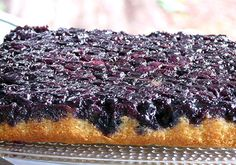 Thibeault's Table: Blueberry Upside Down Cake- totally yummy! Brownie Desserts, Blueberry Desserts, Köstliche Desserts, Delicious Desserts, Yummy Food, Frozen Blueberry Recipes, Recipes With Frozen Blueberries, Blueberry Cake, Sweet Recipes
