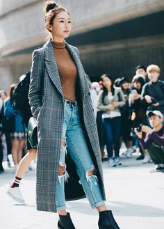 40 StreetStyle From Seoul Fashion Week -Top 40 StreetStyle From Seoul Fashion Week - Long Camel Trench Coat + Light Cuffed Denim + Close-Toed Black Booties Cute Casual Winter Fashion Outfits For Teen Girl Seoul Fashion, Fashion Office, Korea Fashion, Fashion Week, Look Fashion, Trendy Fashion, Fashion Ideas, Unique Fashion, Woman Fashion