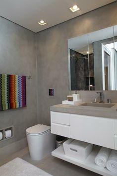 Apartamento Jardins / Regina Adorno #grey #cimentoqueimado #bathroom #lavabo