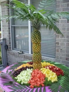 Here's a creative fun summer beach party idea! #fruity