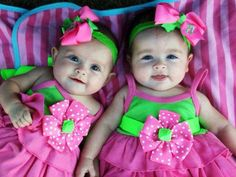 Twins Baby Pictures are such beautiful things that will enhance the look of your house. I've collected 25 Most Beautiful & Cute Twins Baby Pictures. Enjoy your time Precious Children, Beautiful Children, Beautiful Babies, Beautiful Life, Twin Babies Pictures, Cute Baby Pictures, Face Pictures, Baby Wallpaper, Cool Baby Names