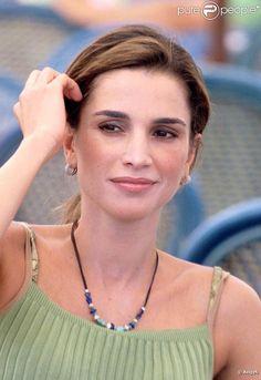 Rania de Jordanie en vacances, toujous glamour mais décontractée. On adore.