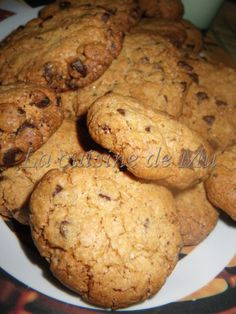 Une recette du livre envie de dessert Ces cookies sont comme je les aime bien secs (comme ceux du magasin)! Il vous faut: 1 oeuf 100 g de sucre roux 60 g de beurre mou 180 g de farine 100 g de pépites de chocolat 1 sachet de sucre vanillé 1/2 sachet de...