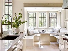 """Wanted to give you another example of another gorgeous @jeffreydungan designed kitchen. This elegant creamy white kitchen with window seat planted right…"""
