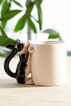 Super Cute Climbing Cat Mug