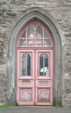 pink door, beautiful windows and archway Cool Doors, The Doors, Unique Doors, Windows And Doors, Gothic Windows, Arched Doors, Grand Entrance, Entrance Doors, Doorway