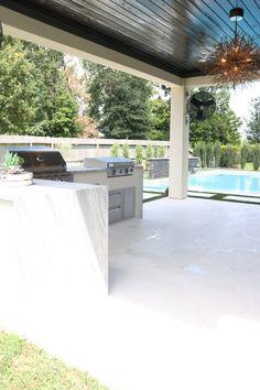 Modern Backyard Design, Backyard Pool Designs, Swimming Pools Backyard, Modern Pool House, Outdoor Kitchen Patio, Casa Patio, Outdoor Kitchen Design, Outdoor Living, Outdoor Decor