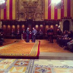 El director del Barnasants @perecampscampos recull la Medalla d'Honor de Barcelona al festival Barnasants, novembre 2012