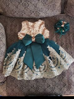Girls green and gold sequins big bow dress easter dress Wedding Dresses For Kids, Baby Girl Party Dresses, Little Girl Dresses, Baby Dress, Flower Girl Dresses, Cute Baby Clothes, Doll Clothes, 1st Birthday Girl Dress, Baby Girl Dress Patterns