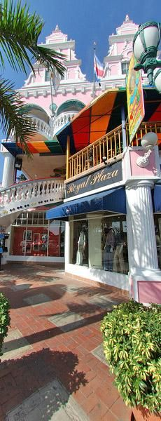 Shopping in Oranjestad.