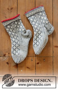 Tip Toe Santa - Knitted socks in DROPS Karisma. The piece is worked with Nordic pattern. Sizes 35 - 43. Theme: Christmas. Free knitted pattern DROPS 0-1433