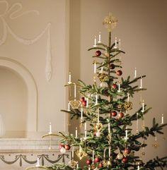 ♔ A Dickens Christmas Danish Christmas, Royal Christmas, Nordic Christmas, Christmas Mood, All Things Christmas, Swedish Christmas Traditions, Scandinavian Christmas Trees, Modern Christmas, Xmas