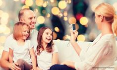 Fotografieren an Weihnachten: Tipps für tolle Bilder Couple Photos, Couples, Christmas Photography, Light And Shadow, Great Pictures, Christmas Tree, Tips, Camera, Couple Shots