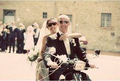 Tuscany by Vespa for your unforgettable holiday - guided or self Vespa tours. Live the Dolce Vita! Got Married, Getting Married, Limo Ride, Italy Wedding, Vespa, Tuscany, Destination Wedding, Concert, Couples