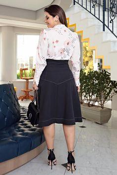 2700 - Vestido camisa em bandagem e estampa exclusiva da kauly - Kauly Moda Evangélica Dress Skirt, Midi Skirt, Fashion Brand, Womens Fashion, Looks Chic, Dress Sandals, Skirt Outfits, High Waisted Skirt, Lady