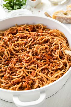A hearty bowl of this spaghetti bolognese is classic comfort food for both body and soul! Spaghetti Recipes, Pasta Recipes, Beef Recipes, Italian Recipes, Cooking Recipes, Baked Spaghetti, Potluck Recipes, Kitchen Recipes, Recipies