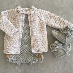 Kittfargen i Lille Lerke blir jeg aldri lei Knitting Patterns for Baby Knitting For Kids, Baby Knitting Patterns, Baby Patterns, Crochet Baby Booties, Knit Crochet, Wind Up Doll Costume, Pretty Little Dress, Easy Baby Blanket, Baby Sweaters