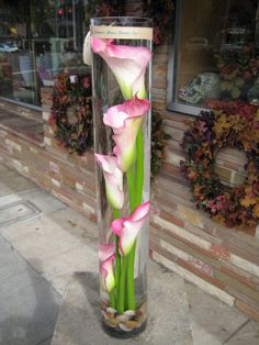 Underwater Cala Lily Centerpiece Aka more pictures nicki doesn't need lol Calla Lily Centerpieces, Wedding Centerpieces, Centerpiece Ideas, Deco Floral, Floral Design, Art Floral, Grands Vases, Online Florist, Calla Lillies